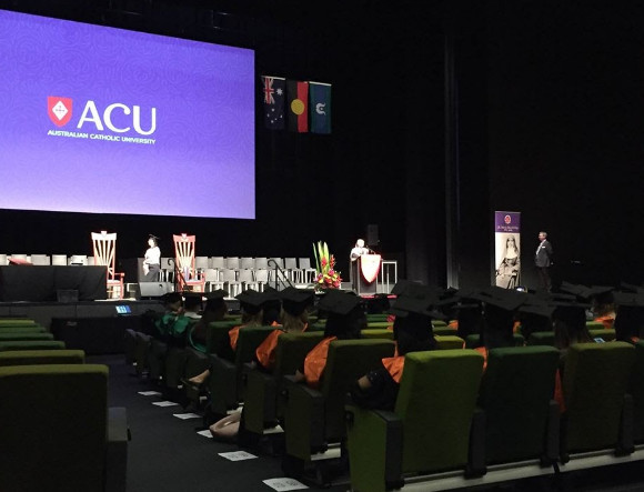 Buổi lễ tốt nghiệp tại trường ACU