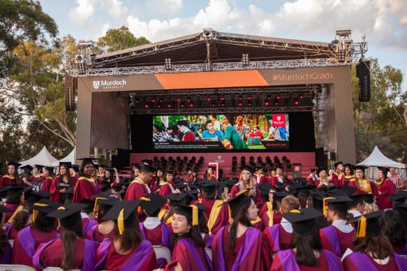 Buổi lễ tốt nghiệp tại trường Đại học Murdoch